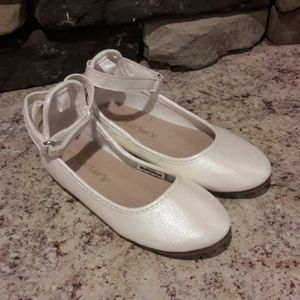 Toddler girl sz 9 Carters shimmery dress shoes